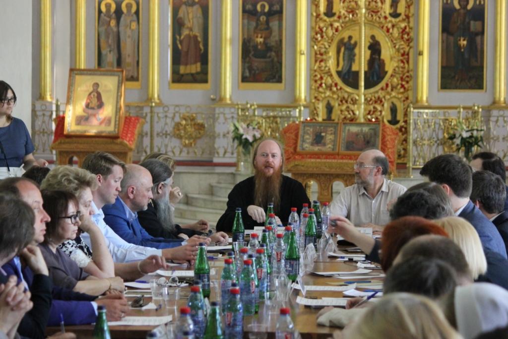 При Синодальном отделе по взаимоотношениям Церкви с обществом и СМИ прошло совещание руководителей общественных организаций