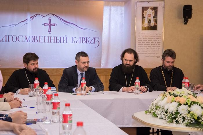 В.Р. Легойда провел встречи с сотрудниками профильных епархиальных отделов и руководителями православных общественных организаций СКФО