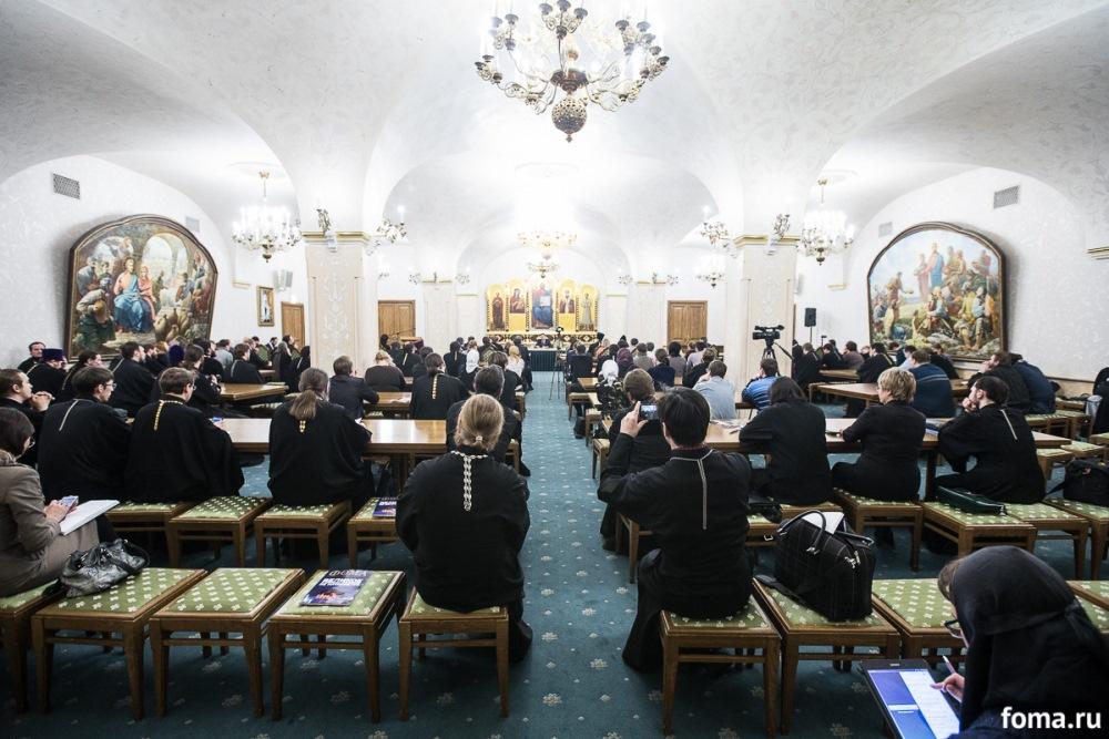 Председатель Отдела по взаимоотношениям Церкви с обществом и СМИ встретился с сотрудниками профильных епархиальных отделов