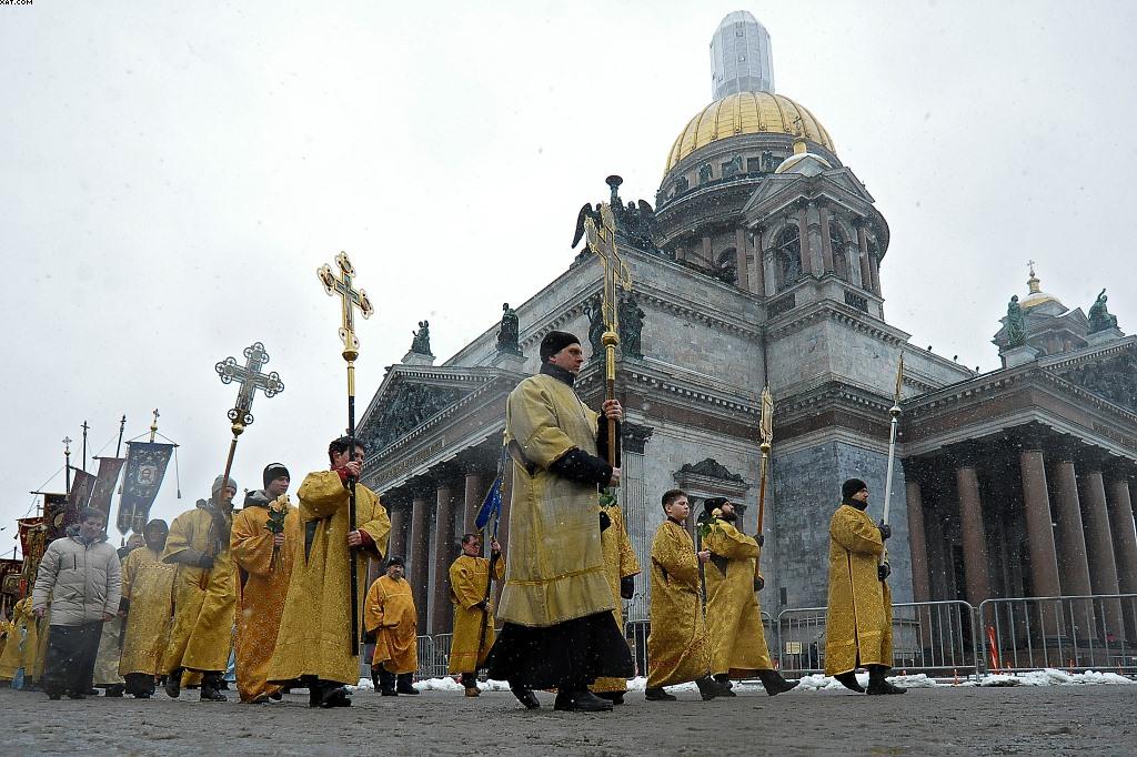 Крестный ход показал мирные устремления верующих