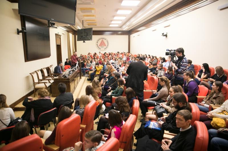 В.Р. Легойда встретился со студентами Института филологии, журналистики и межкультурной коммуникации Южного федерального университета