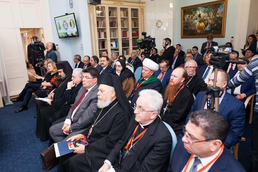 Протоиерей Димитрий Рощин принял участие в международном круглом столе «Будущее христианства на Ближнем Востоке: реальность и прогнозы»