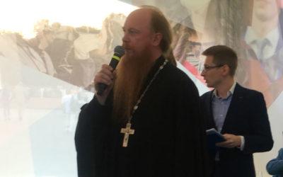 Протоиерей Димитрий Рощин передал приветствие Святейшего Патриарха гостям ежегодного благотворительного Зимнего бала