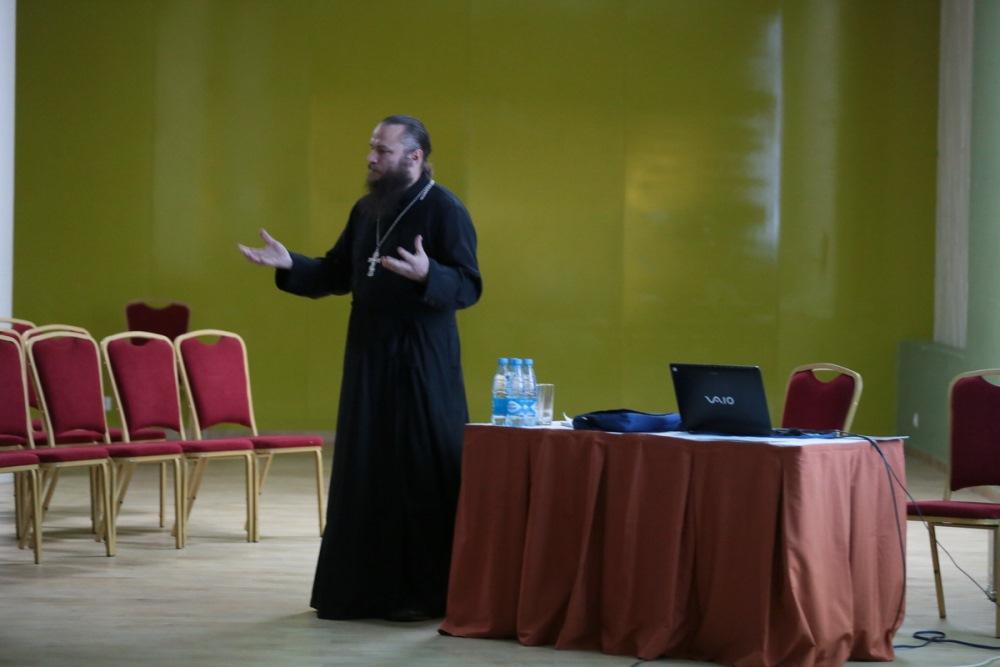 Православный священник из США, переехавший в Россию со своей многодетной семьей, выступил на фестивале «Вера и слово»