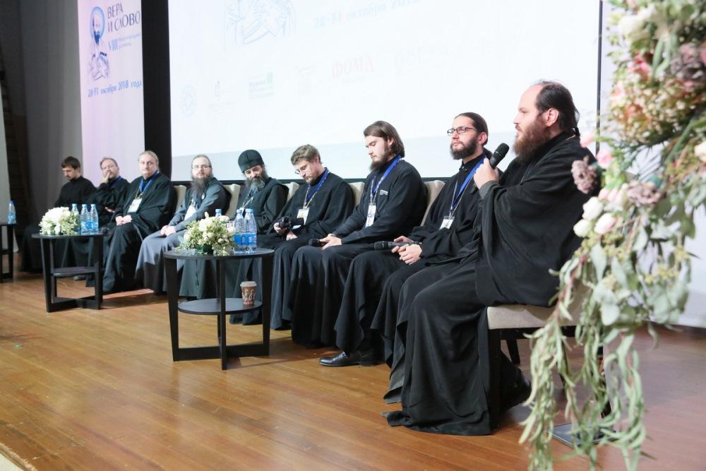 Священники-видеоблогеры поделились друг с другом и с делегатами фестиваля «Вера и слово» тонкостями работы в социальных медиа
