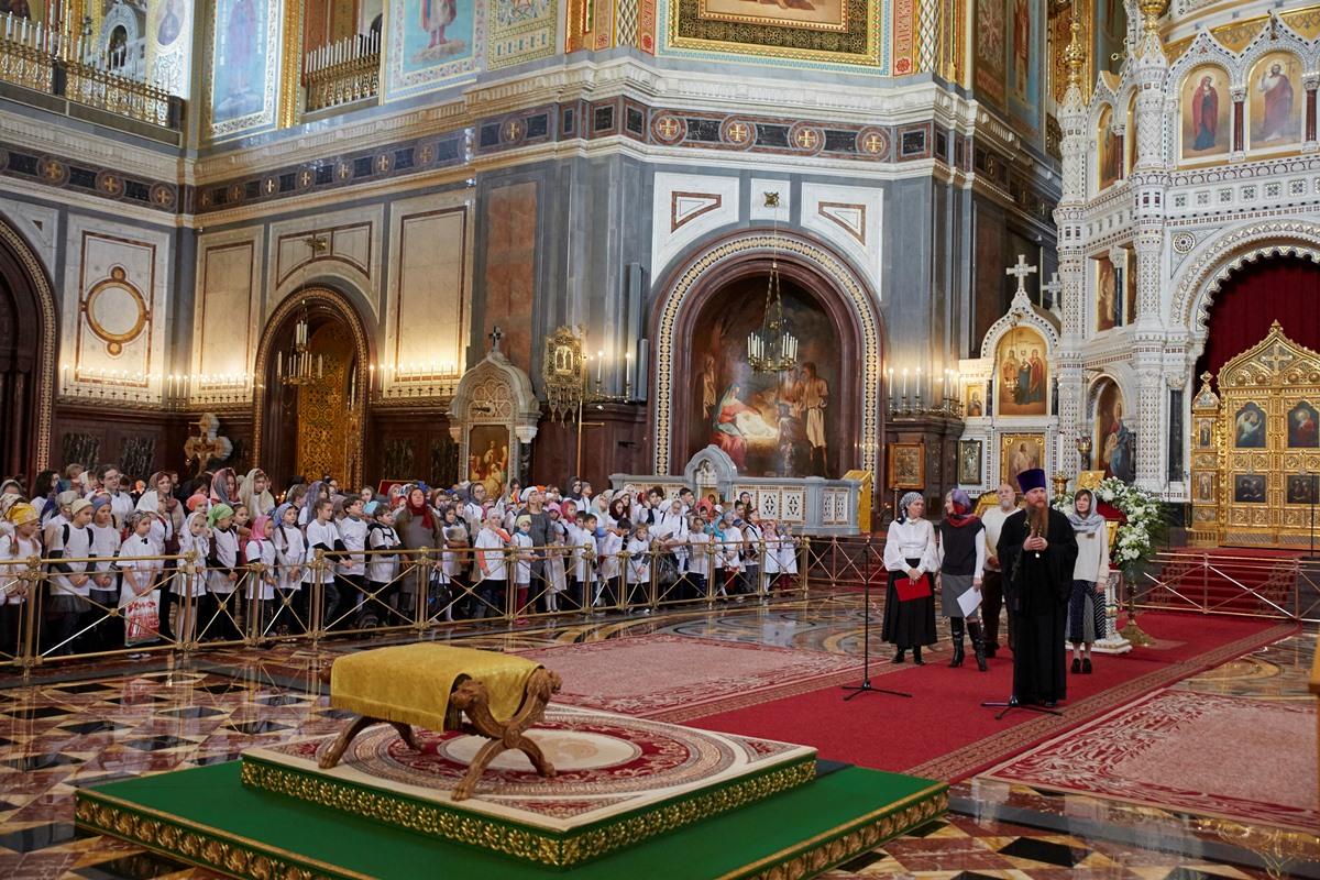 Протоиерей Димитрий Рощин открыл в Храме Христа Спасителя акцию «Крылья ангела»