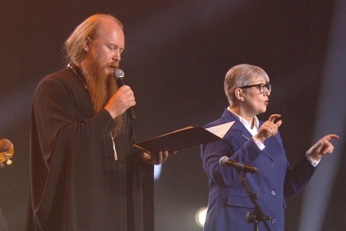 Протоиерей Димитрий Рощин передал приветствие Святейшего Патриарха организаторам и участникам Всемирного парамузыкального фестиваля