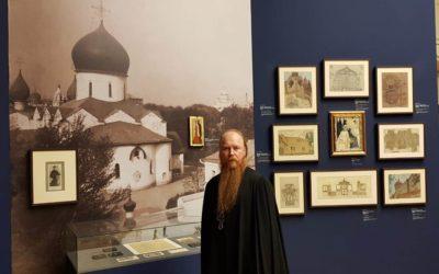 Протоиерей Димитрий Рощин принял участие в открытии выставки, посвященной благотворительной деятельности Дома Романовых