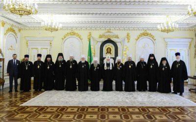 Патриарх Кирилл наградил руководителей Синодального отдела по взаимоотношениям Церкви с обществом и СМИ