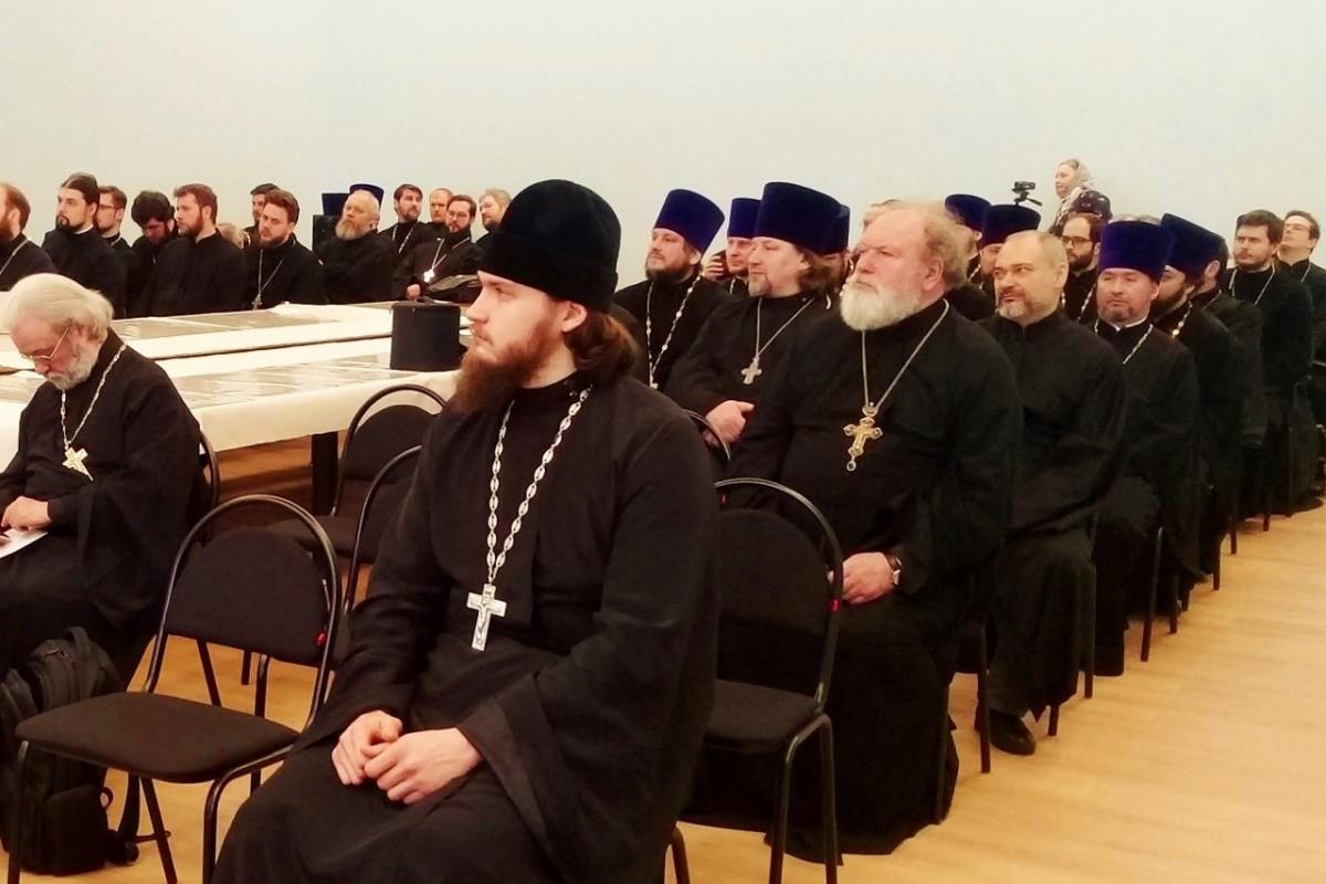 В Москве состоялась пастырская конференция, посвященная присутствию священнослужителей в соцсетях