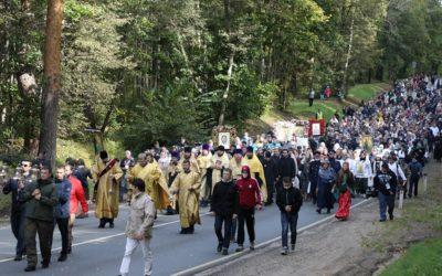 Протоиерей Димитрий Рощин принял участие в IX Елисаветинском крестном ходе