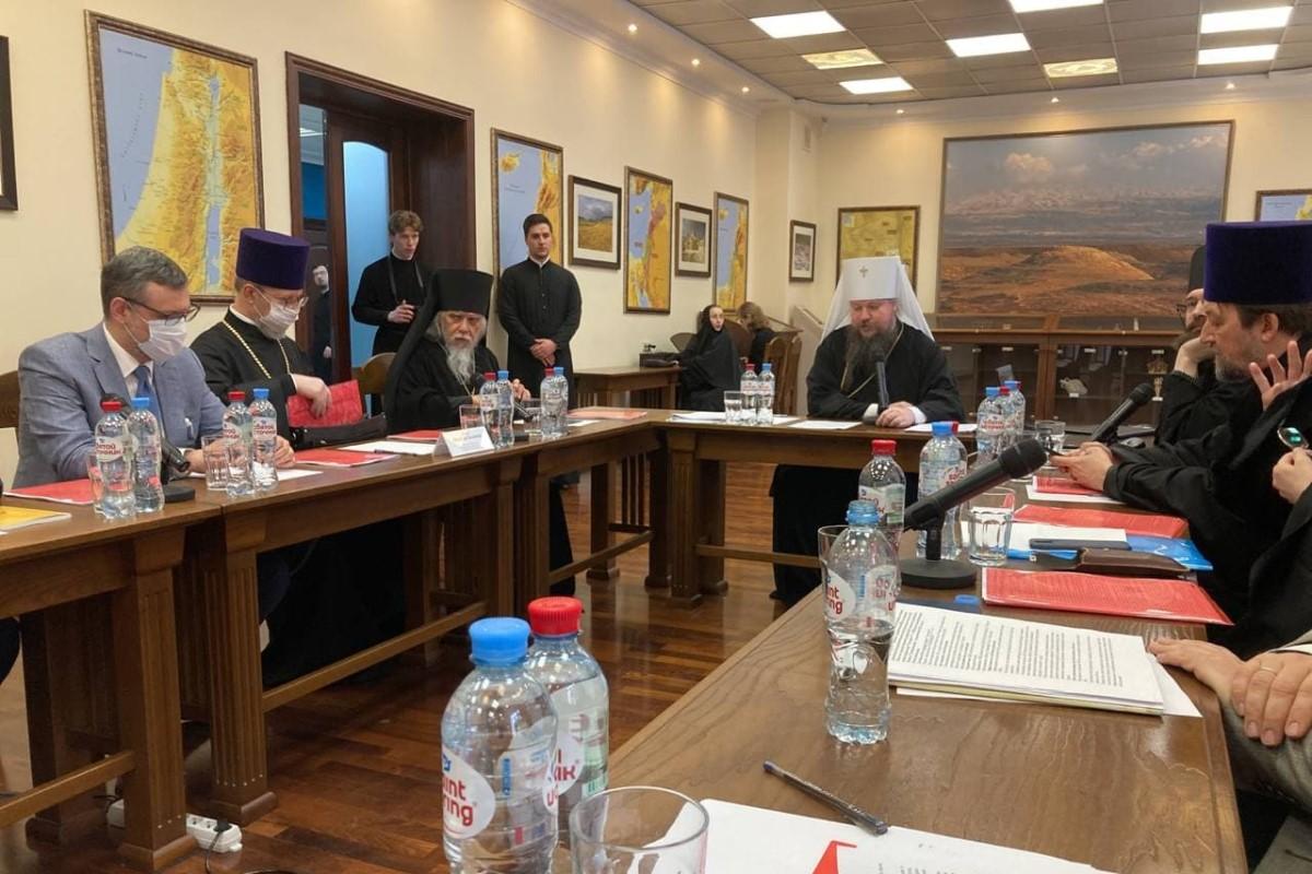 Руководители Синодального отдела по взаимоотношениям Церкви с обществом и СМИ приняли участие в круглом столе, посвященном этическим проблемам вакцинации