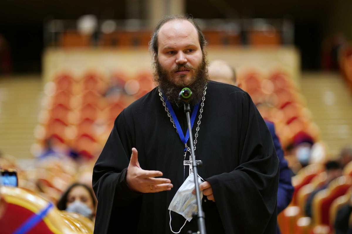 Святейший Патриарх Кирилл: К людям, которые только переступили порог храма, нужно очень бережно относиться
