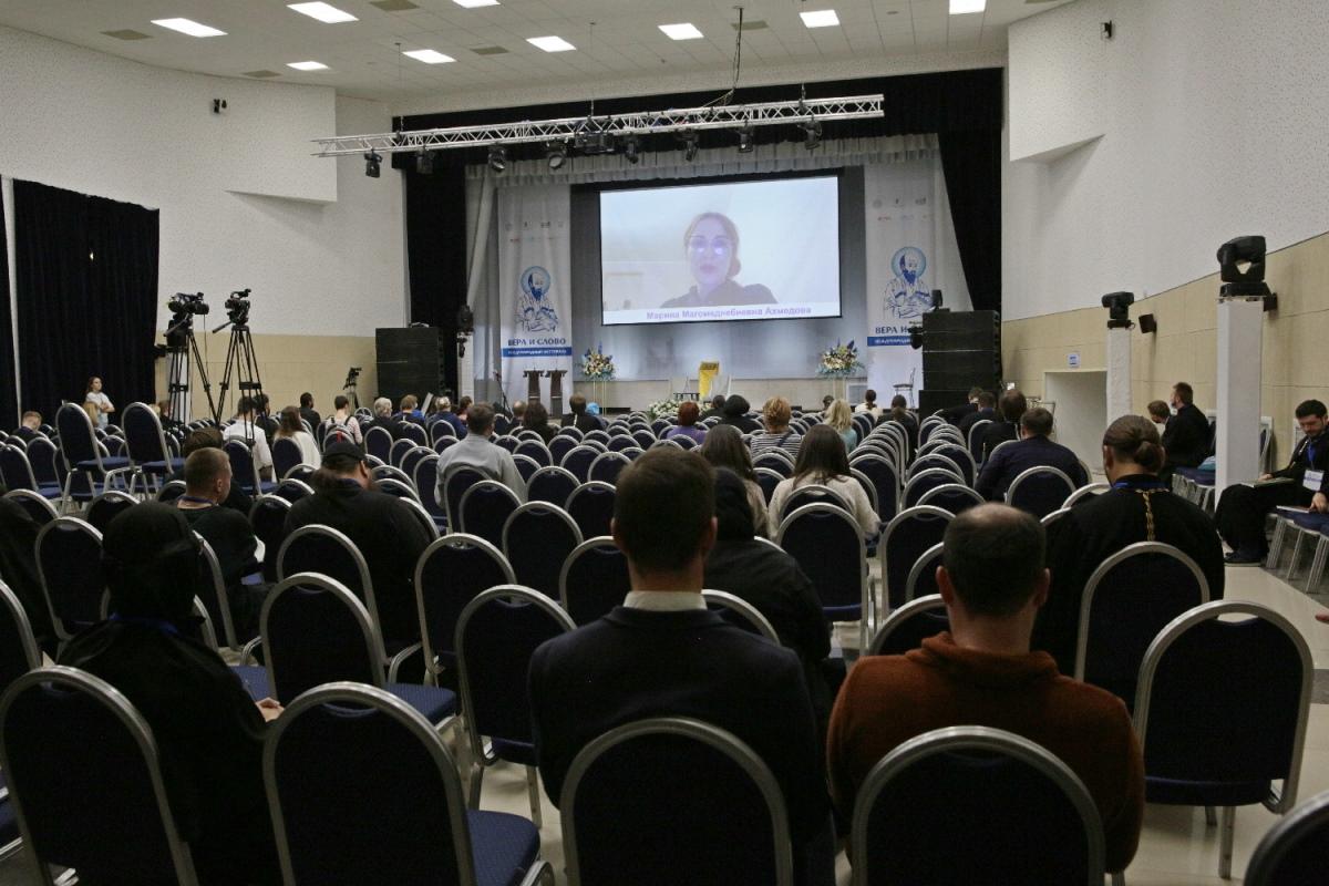 Писатель и журналист Марина Ахмедова провела встречу с участниками фестиваля «Вера и слово»